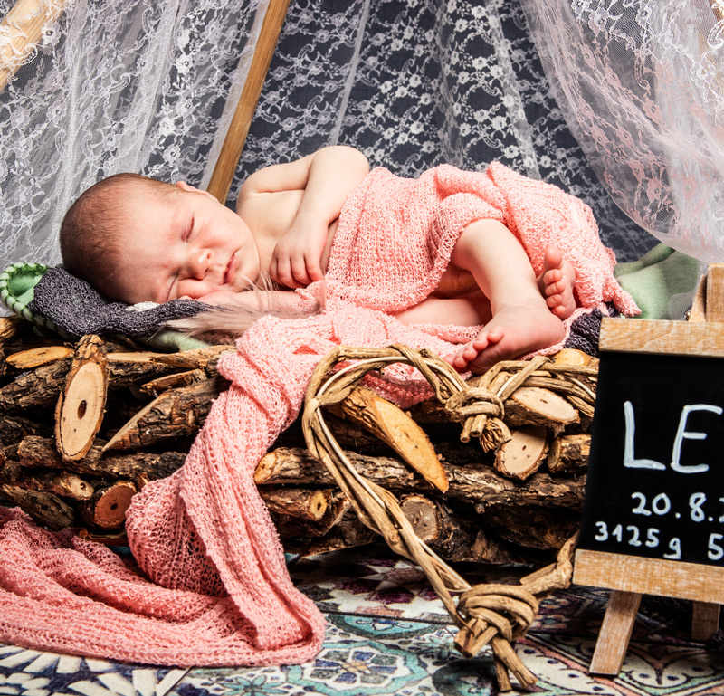 Baby Fotoshooting pink im Nest - Sabrina's Fotostudio in Hamminkeln, zwischen Wesel und Bocholt am Niederrhein
