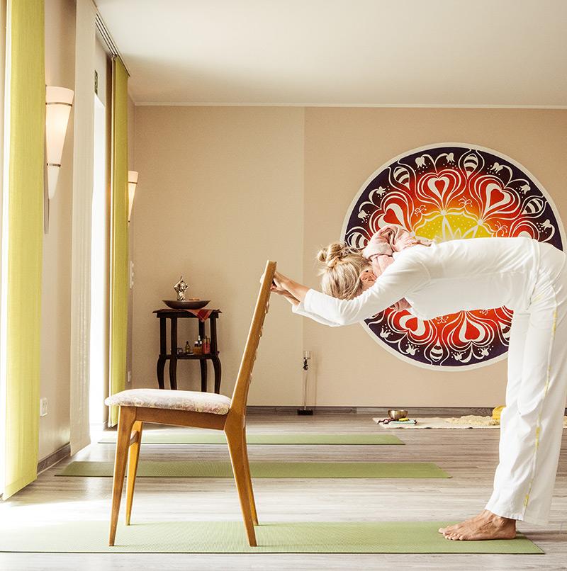 Yoga Stunde mit Stuhl - Sabrina's Fotostudio in Hamminkeln, zwischen Wesel und Bocholt am Niederrhein