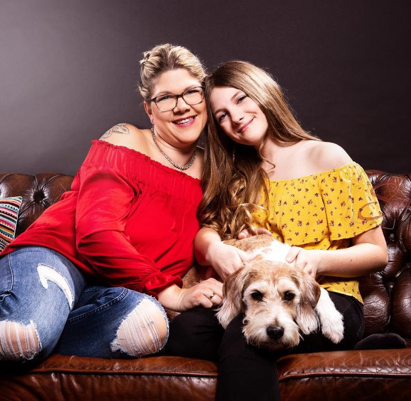 Mutter und Tochter mit Hund Shooting - Sabrina's Fotostudio in Hamminkeln, zwischen Wesel und Bocholt am Niederrhein