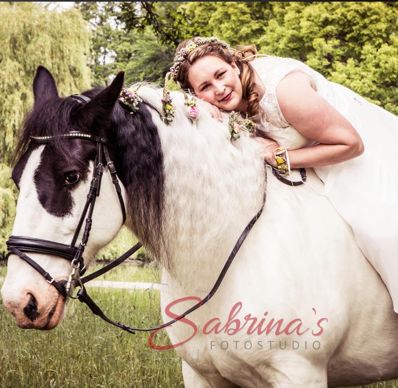 Braut Fotoshooting mit Pferd - Sabrina's Fotostudio in Hamminkeln, zwischen Wesel und Bocholt am Niederrhein