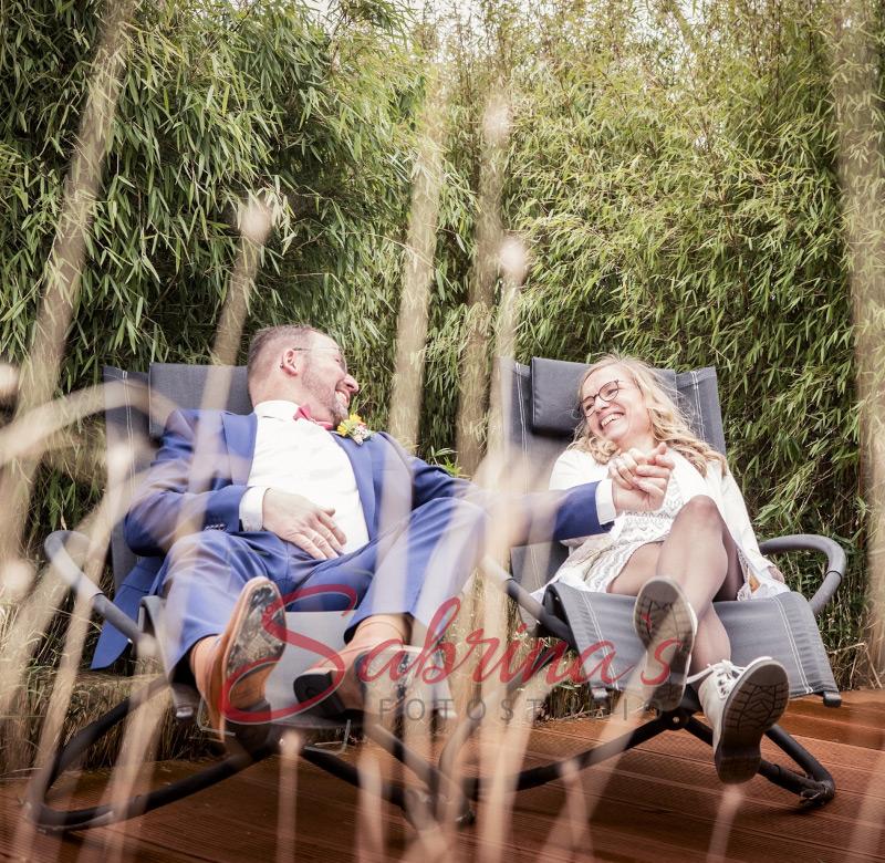 Brautpaar Fotoshooting auf Liegestühlen - Sabrina's Fotostudio in Hamminkeln, zwischen Wesel und Bocholt am Niederrhein