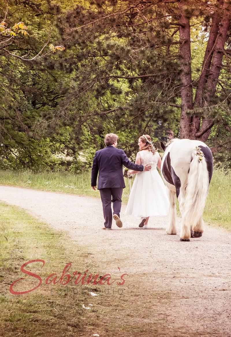 Brautpaar Fotoshooting mit Pferd - Sabrina's Fotostudio in Hamminkeln, zwischen Wesel und Bocholt am Niederrhein