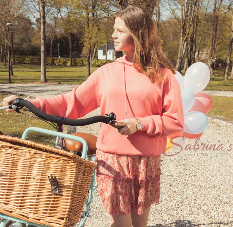Portrait draußen mit Luftballons und Fahrrad - Sabrina's Fotostudio in Hamminkeln, zwischen Wesel und Bocholt am Niederrhein