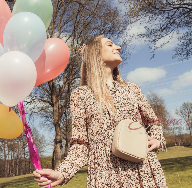 Portrait draußen mit Luftballons - Sabrina's Fotostudio in Hamminkeln, zwischen Wesel und Bocholt am Niederrhein