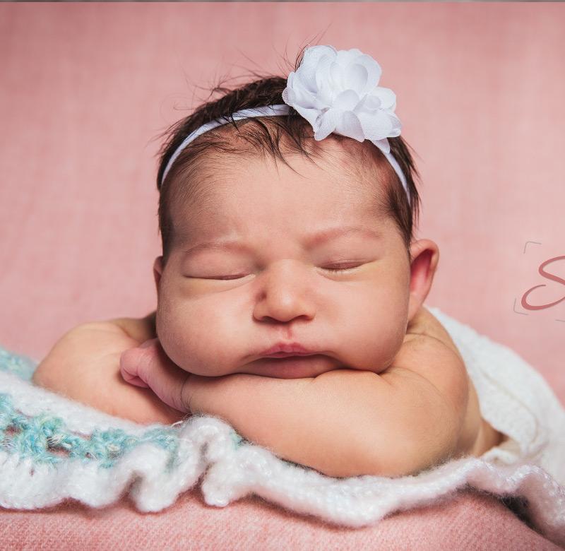 Baby Fotoshooting pinkes Hintergrund- Sabrina's Fotostudio in Hamminkeln, zwischen Wesel und Bocholt am Niederrhein